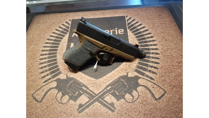 Glock 43, 9mm, 2 chargeurs, mire trijicon, talon grip, Used -