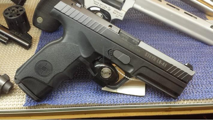 Steyr L9A1 9mm Usagé tiré 500 balles, excellente condition